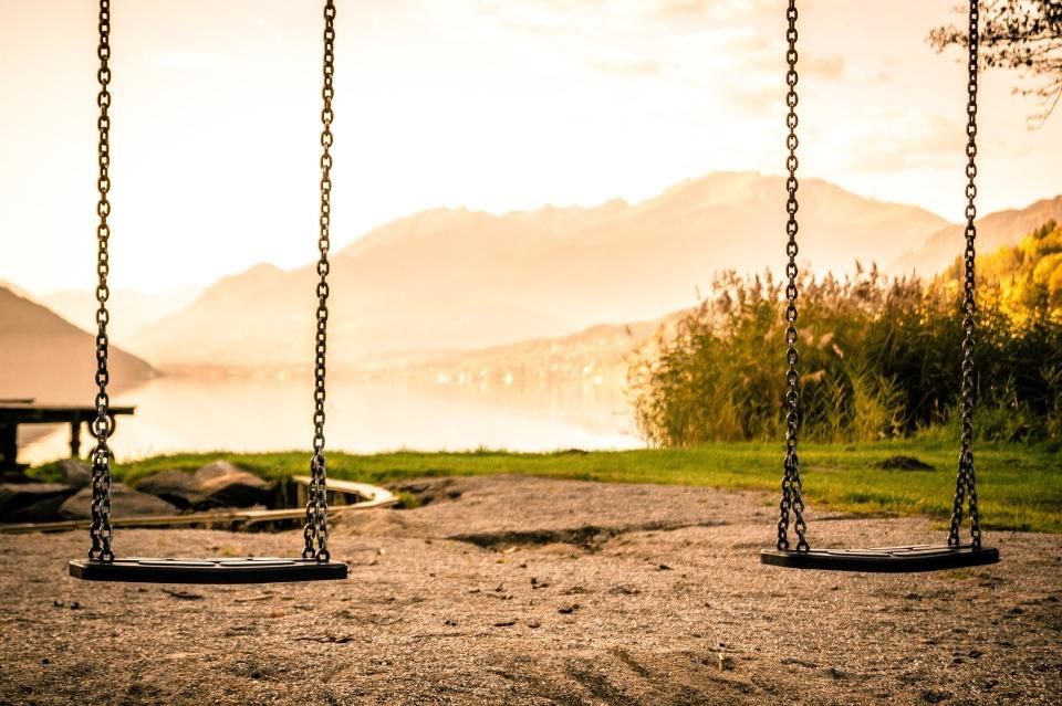swing-1218654_1920.jpg